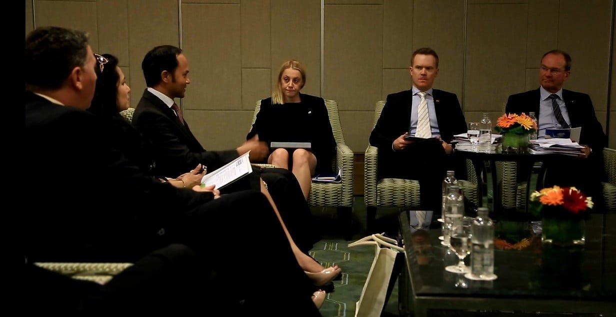 Hadri in discussion with Minister Hamilton-Smith