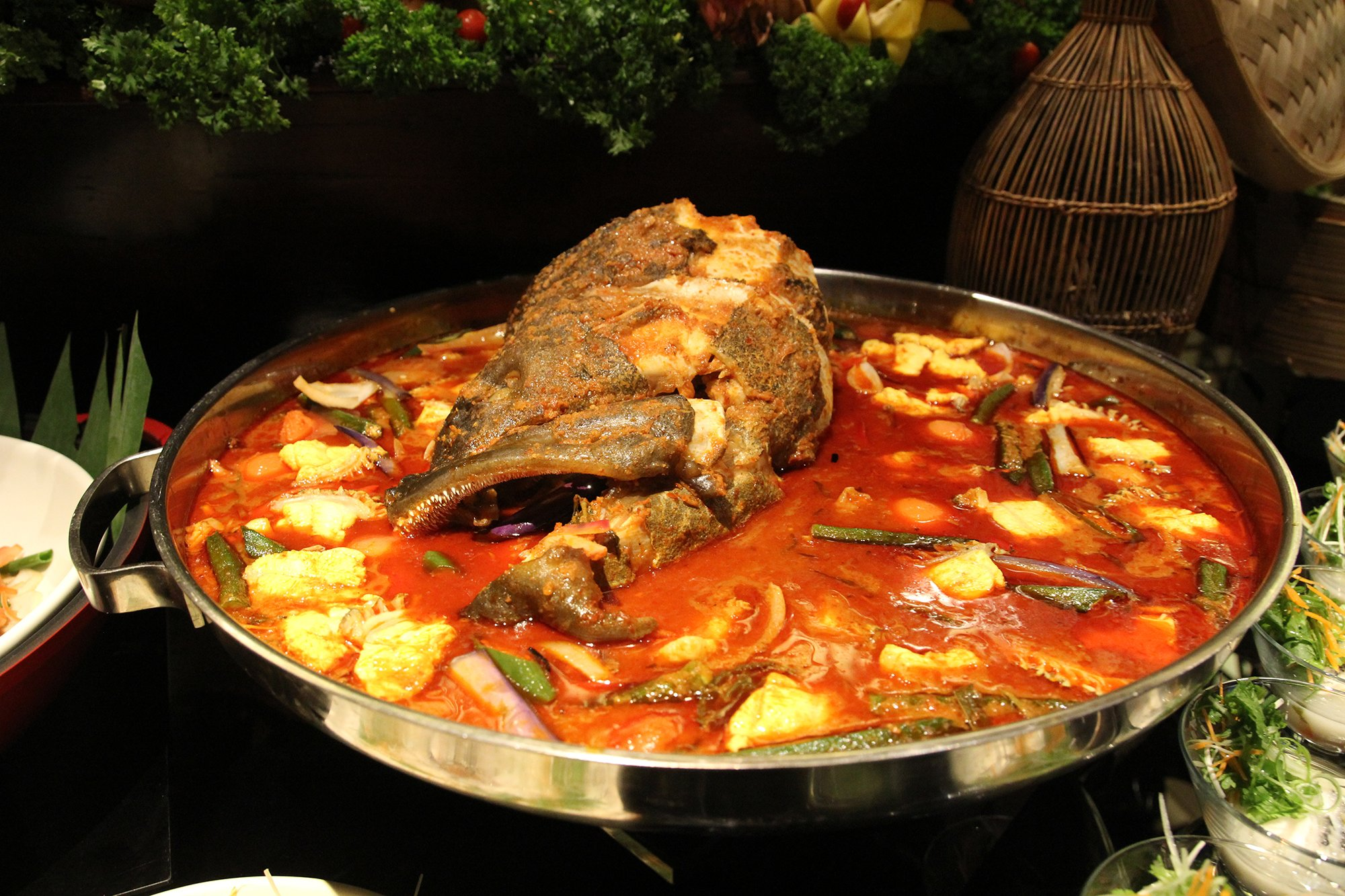 doubletreebyhiltonkl_makan-kitchen_giant-estuary-grouper-in-asam-pedas-kawah-style